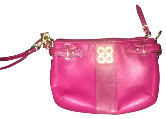 Preload https://img-static.tradesy.com/item/6778087/coach-clutch-pink-leather-wristlet-0-1-540-540.jpg