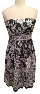 White House | Black Market Strapless Size 0 Dress