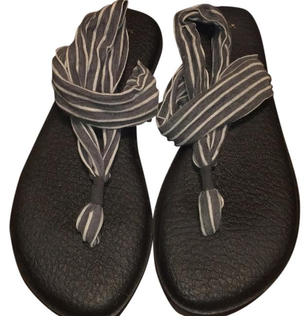 Item - Grey and White Sandals Size US 9 Regular (M, B)