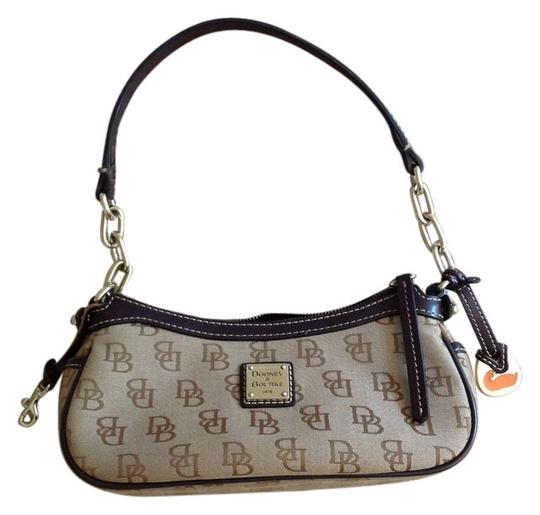 Preload https://img-static.tradesy.com/item/6799909/dooney-and-bourke-cocktail-brown-beige-canvas-logo-shoulder-bag-0-3-540-540.jpg
