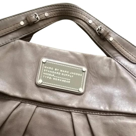 Preload https://item5.tradesy.com/images/marc-by-marc-jacobs-elephant-satchelmessenger-gray-leather-messenger-bag-680819-0-1.jpg?width=440&height=440