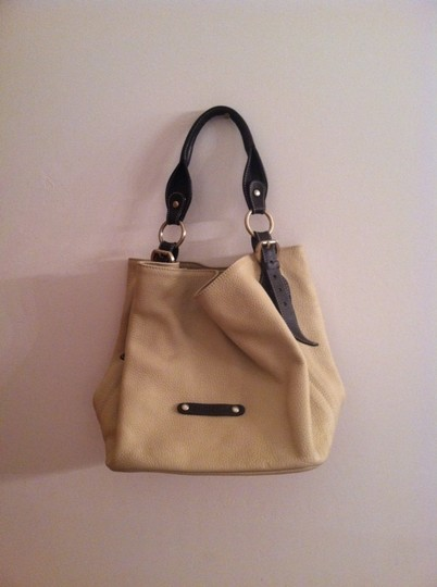 Preload https://item4.tradesy.com/images/spain-tan-leather-tote-681448-0-0.jpg?width=440&height=440