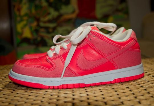 Nike Hot Punch Neon Pink Athletic