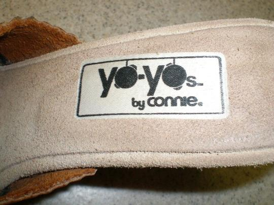 CONNIE YO YO`S RUST/CREAM HEELS Pumps