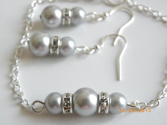 Preload https://item4.tradesy.com/images/gray-sale-of-5-bridesmaid-bracelet-and-earrings-of-5-pink-pearl-earrings-rhinestone-crystal-jewelry--681983-0-0.jpg?width=440&height=440