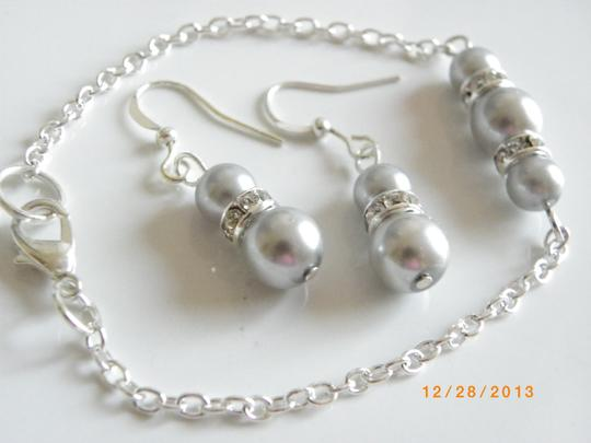 Gray Sale Of 5 Bridesmaid Bracelet and Earrings Of 5 Pink Pearl Earrings Rhinestone Crystal Jewelry Set