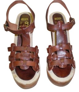CONNIE Very Stylish Pair Of Sandles BROWN Sandals
