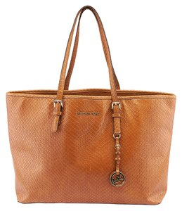 Michael Kors Michael Jet Set Travell Leather Tote in Brown