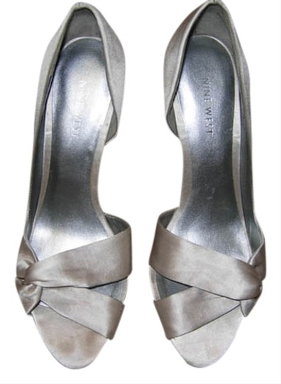 Nine West light grey satin Pumps