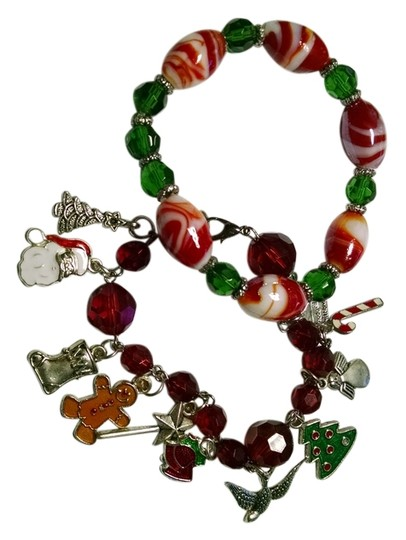Preload https://img-static.tradesy.com/item/6843910/red-green-silver-white-handmade-christmas-charm-and-stretch-a009-bracelet-0-1-540-540.jpg