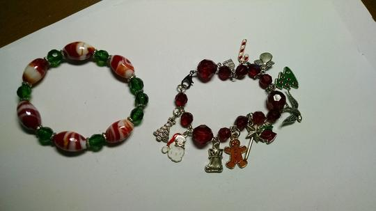 Other Handmade Christmas Charm and Stretch Bracelet A009 Image 1