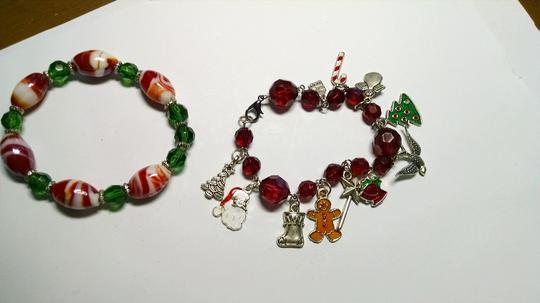 Other Handmade Christmas Charm and Stretch Bracelet A009 Image 2