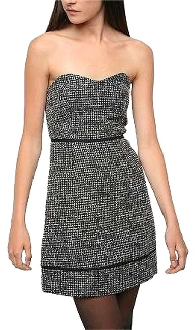 Preload https://img-static.tradesy.com/item/6847357/urban-outfitters-gray-and-black-kimchi-blue-tweed-strapless-short-night-out-dress-size-0-xs-0-1-650-650.jpg