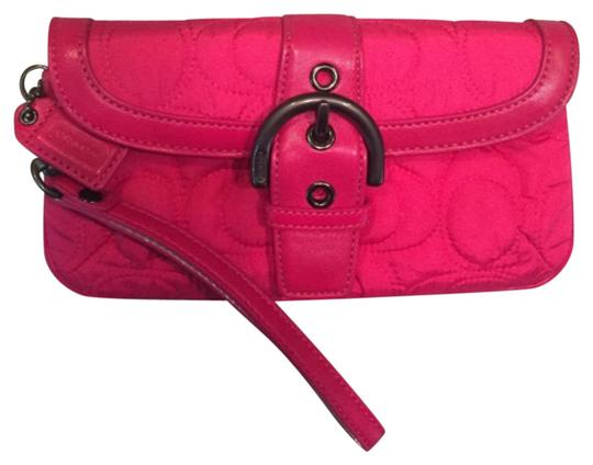 Preload https://img-static.tradesy.com/item/6853396/coach-hot-quilted-wristlet-pink-clutch-0-1-540-540.jpg