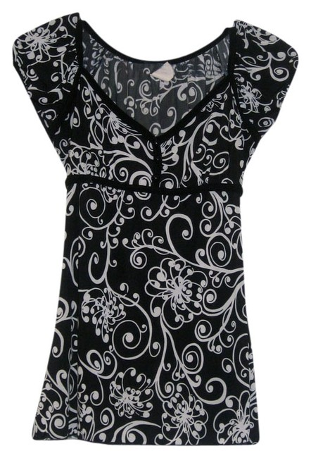 Preload https://item1.tradesy.com/images/wet-seal-black-with-white-design-cute-blouse-size-8-m-686475-0-0.jpg?width=400&height=650