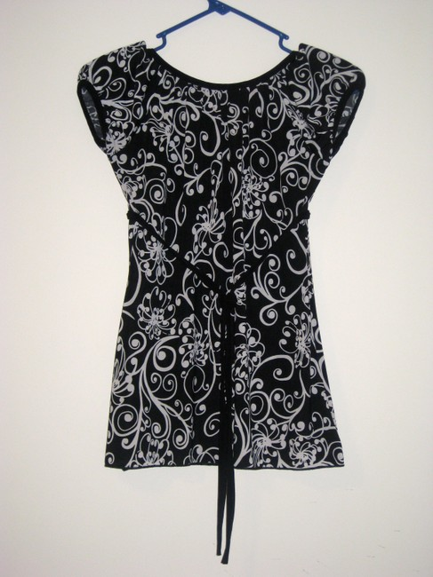 Wet Seal And Cap Sleeve Tie Scoop Neck Top Black with White design