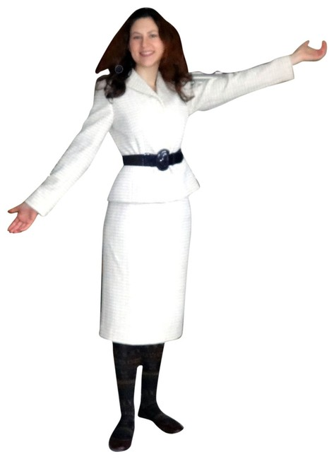 Preload https://item1.tradesy.com/images/dress-barn-cream-and-jacket-set-skirt-suit-size-6-s-686520-0-1.jpg?width=400&height=650