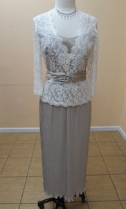 Alfred Angelo Cafe 7165 / 70710 Dress