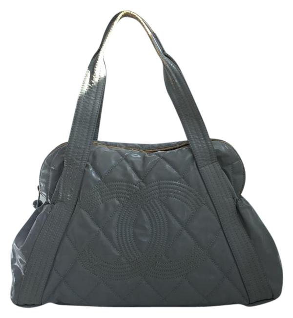 Item - Cc Quilted Gray Patent Leather Shoulder Bag