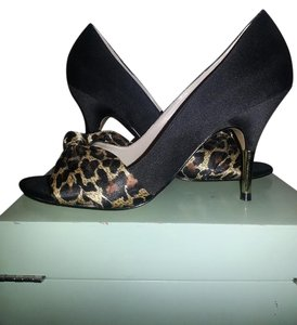 Ellen Tracy Gold Satin Black Pumps