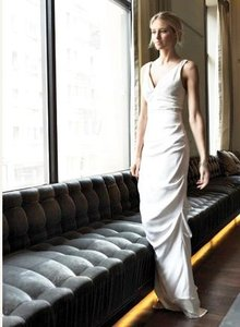 Nicole Miller Antique White Silk Vneck Crepe Bridal Gown Gs0005 Formal Wedding Dress Size 8 (M)