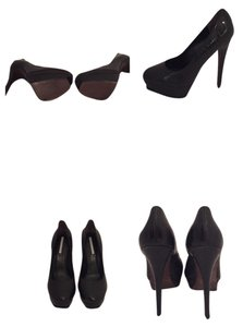 Vera Wang Leather Black Pumps