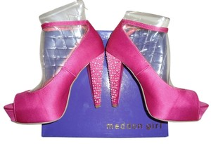Madden Girl fuschia Pumps