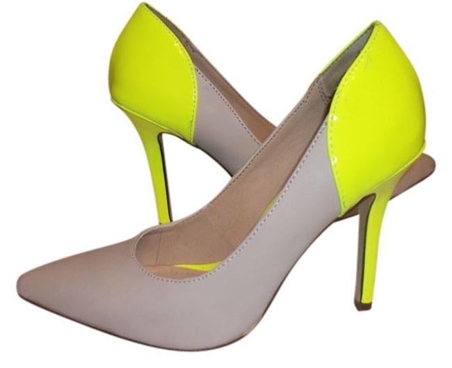 Item - Nude/Yellow Pumps Size US 6