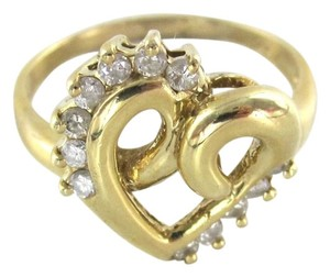 14KT YELLOW GOLD HEART BAND RING WITH 12 DIAMONDS