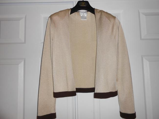 Preload https://img-static.tradesy.com/item/691976/chanel-beige-one-button-sweater-cardigan-size-10-m-0-2-650-650.jpg