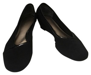 Bandolino Low Heals Black Pumps