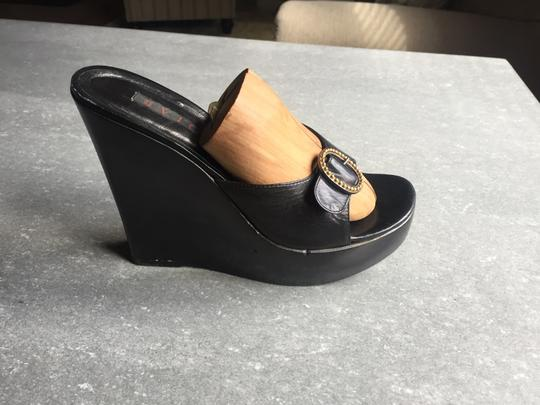 Vicini Black Wedges