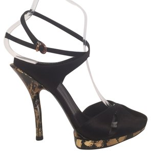 Q by Pasquale Black and Gold Pumps