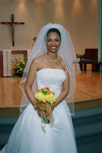 Jeanette's Bride 'n Boutique Wedding Dress