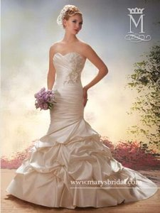 Mary's Bridal 6000 Wedding Dress