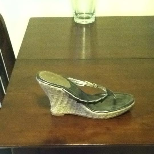 Nine West Light Gray/silver/shell Pearlescent Wedges