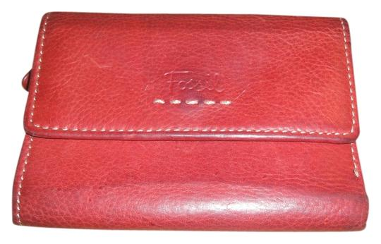 Preload https://item4.tradesy.com/images/fossil-red-trifold-wallet-698763-0-0.jpg?width=440&height=440