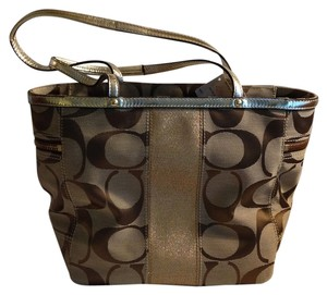 Coach Tote in Khaki/Tan