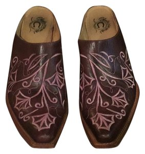Charlie 1 Horse by Lucchese Brown with pink Mules