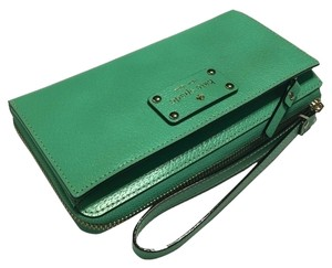Kate Spade Wellesley Wristlet in Bud Green