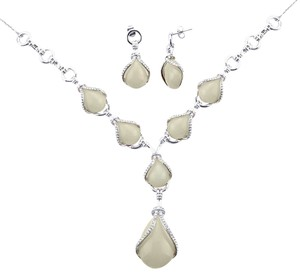 Unknown White Resin Necklace (28 in) and Earrings