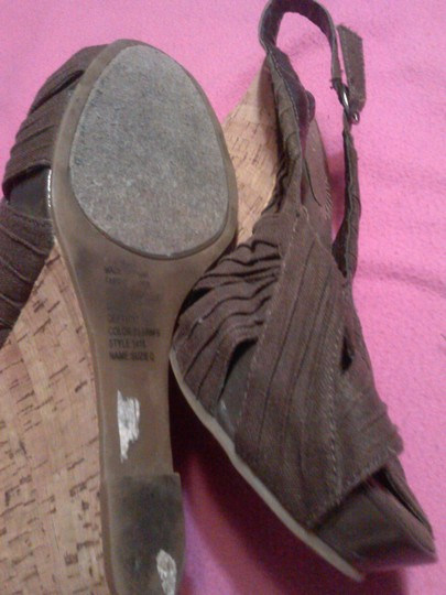 Bakers Chic Comfortable brown Wedges