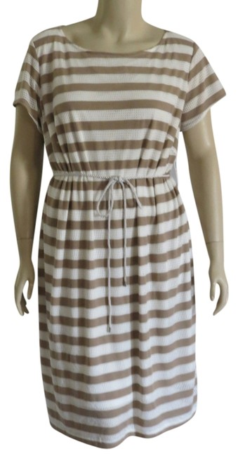 Preload https://item3.tradesy.com/images/tanwhite-new-belted-knee-length-workoffice-dress-size-22-plus-2x-702347-0-0.jpg?width=400&height=650