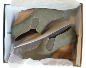 Chelsea Crew Bootie Suede Neutral Grey Wedges