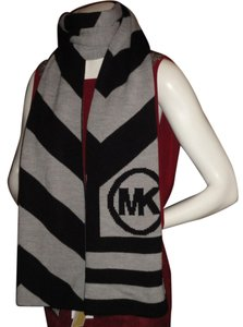 Michael Kors Michael Kors Chevron Winter Scarf Gray/Black