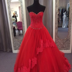 Mori Lee Scarlet Tulle and Lace 14058 Modern Dress Size 6 (S)