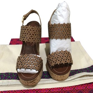 Tory Burch Daisy Daisy Perforated Perforated Sandals Sandals Sandal Sandal Size 5.5 Sz 5.5 5.5 Heels Heels New New Natural Blush Beige Tan Brown Wedges