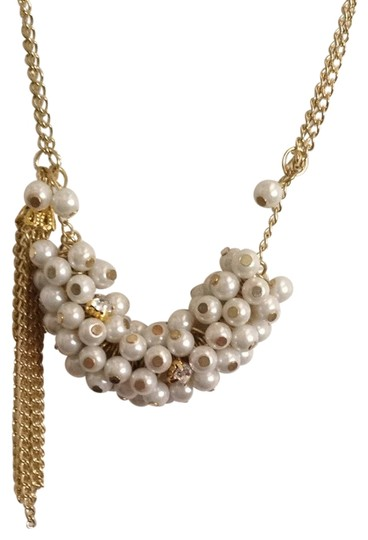 Preload https://img-static.tradesy.com/item/706456/gold-pearl-necklace-0-0-540-540.jpg