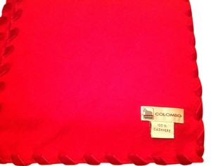 Colombo Cashmere scarve with red velvet intertwined along the edges