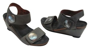 Taos Footwear Good Condition Leather Size 6.00 M Gray Wedges